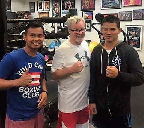 89b20b4ff0 Hall of Fame trainer Freddie Roach (middle) is flanked by Recky Dulay  (right) and his new trainer Rodel Mayol at the Wild Card Gym.