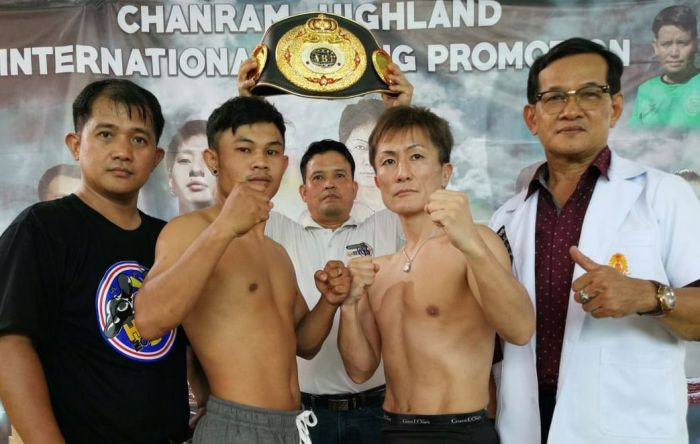 Toshihiko Era (5-1, 4 KO's) of Osaka, Japan, battles tough Thai warrior Detnarong Omkrathok