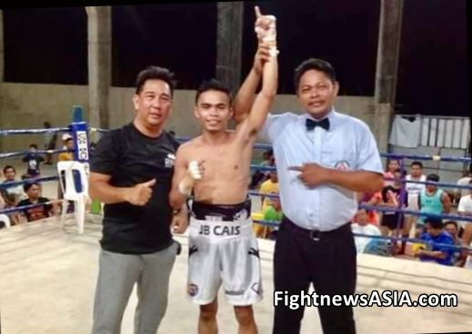 Referee Delbert Pelegrino Raises Hand of Winner in Candijay Bohol, Jimmbie Cais FIGHTNEWSASIA