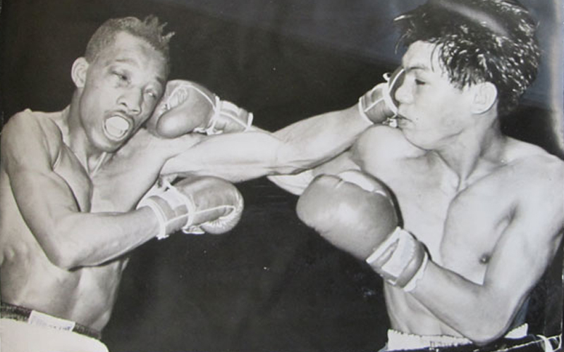 """A day like today, Gabriel """"Flash"""" Elorde defeated Sandy Saddler"""