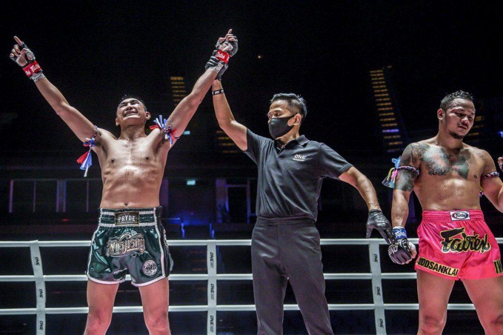 Petchmorakot Edges Out Yodsanklai In World Title Showdown