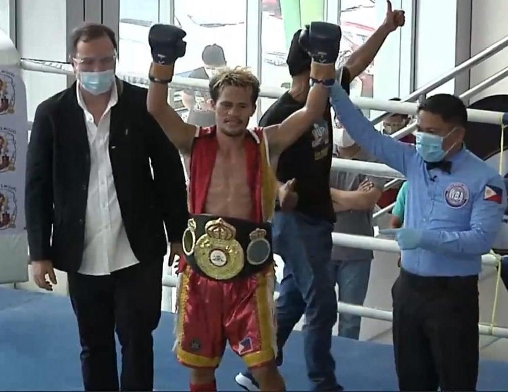 Saludar wins by split decision